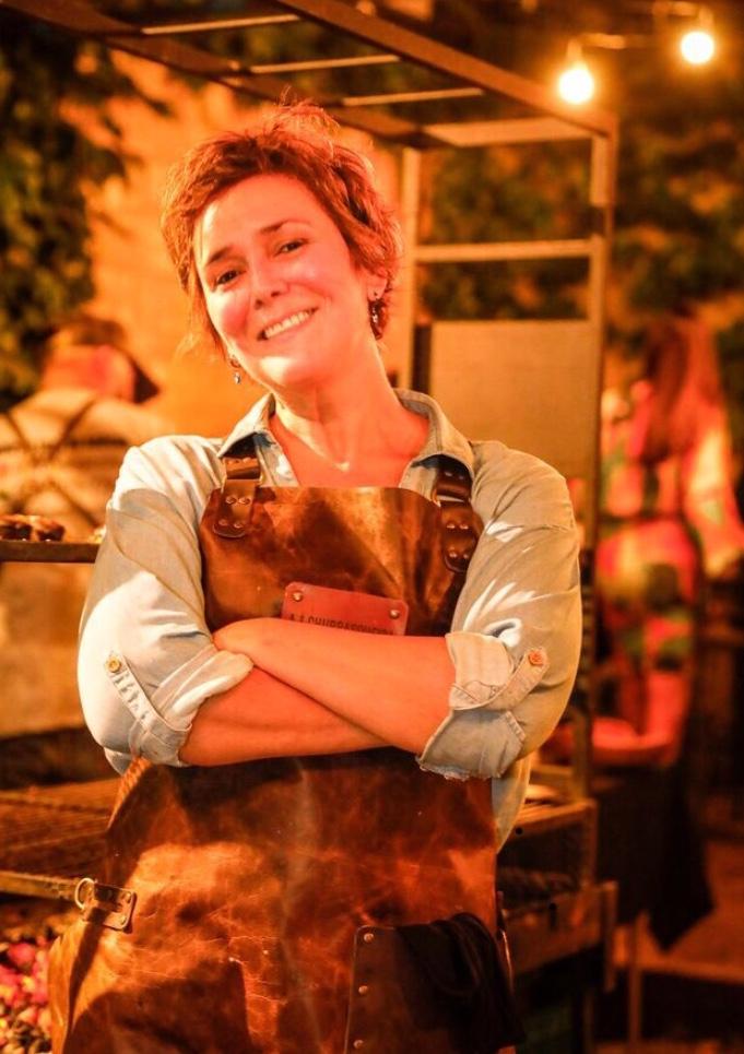 A churrasqueira Clarice Chwartzmann é pioneira na Arte do Fogo, churrasco.